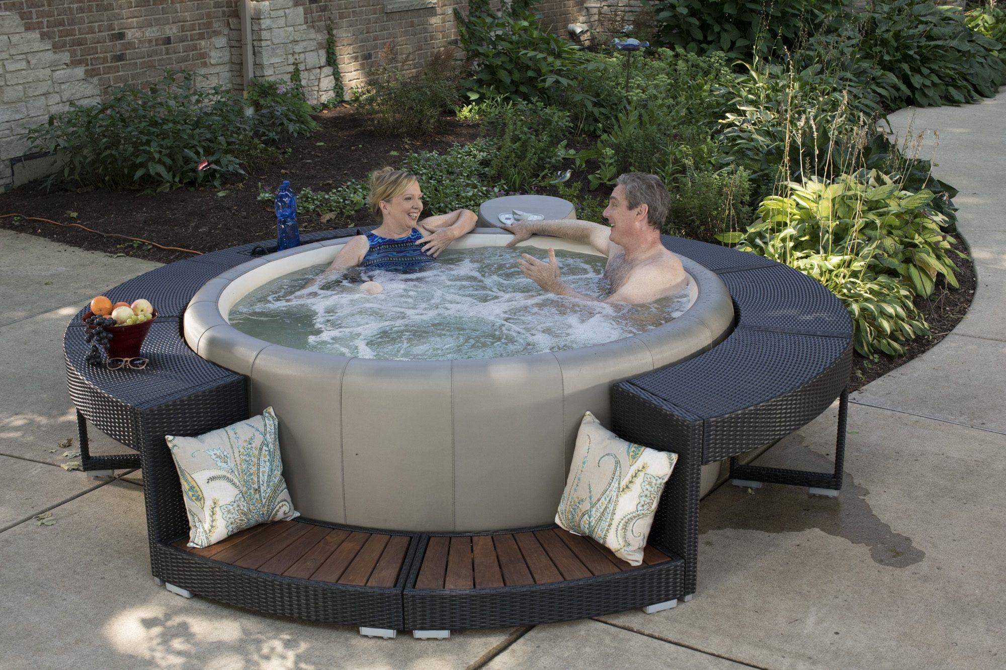 Der outdoor Whirlpool Softub Resort   in LeatherTex™ oder SynTex™
